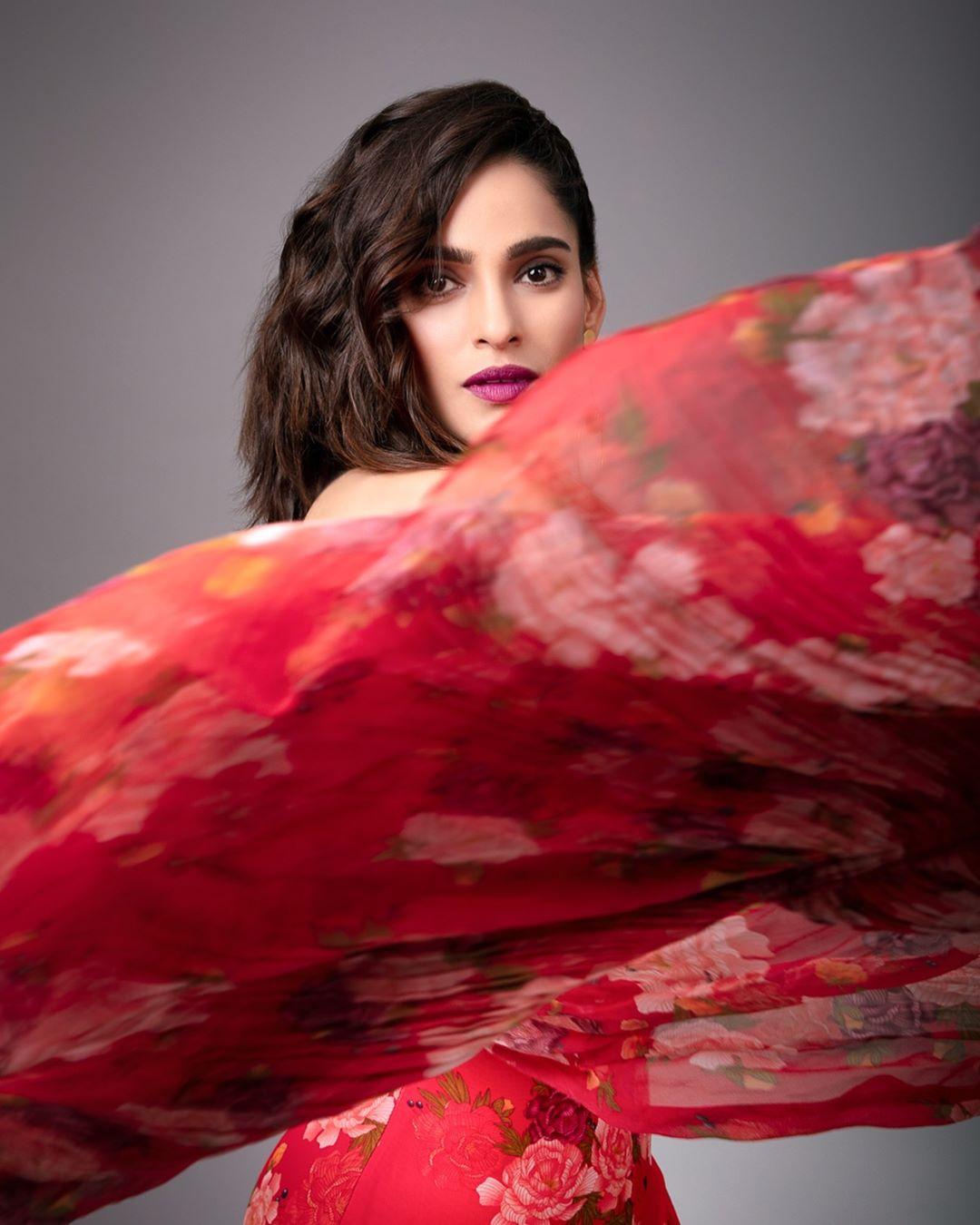Priya Bapat marathi actress 9