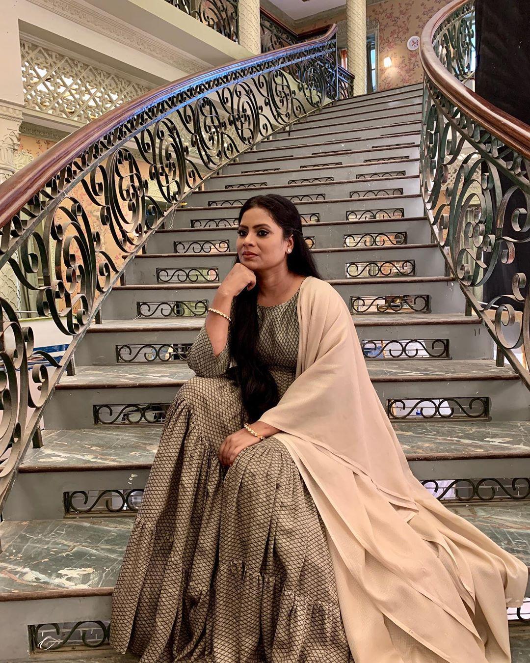 Seema Azmi actress pics