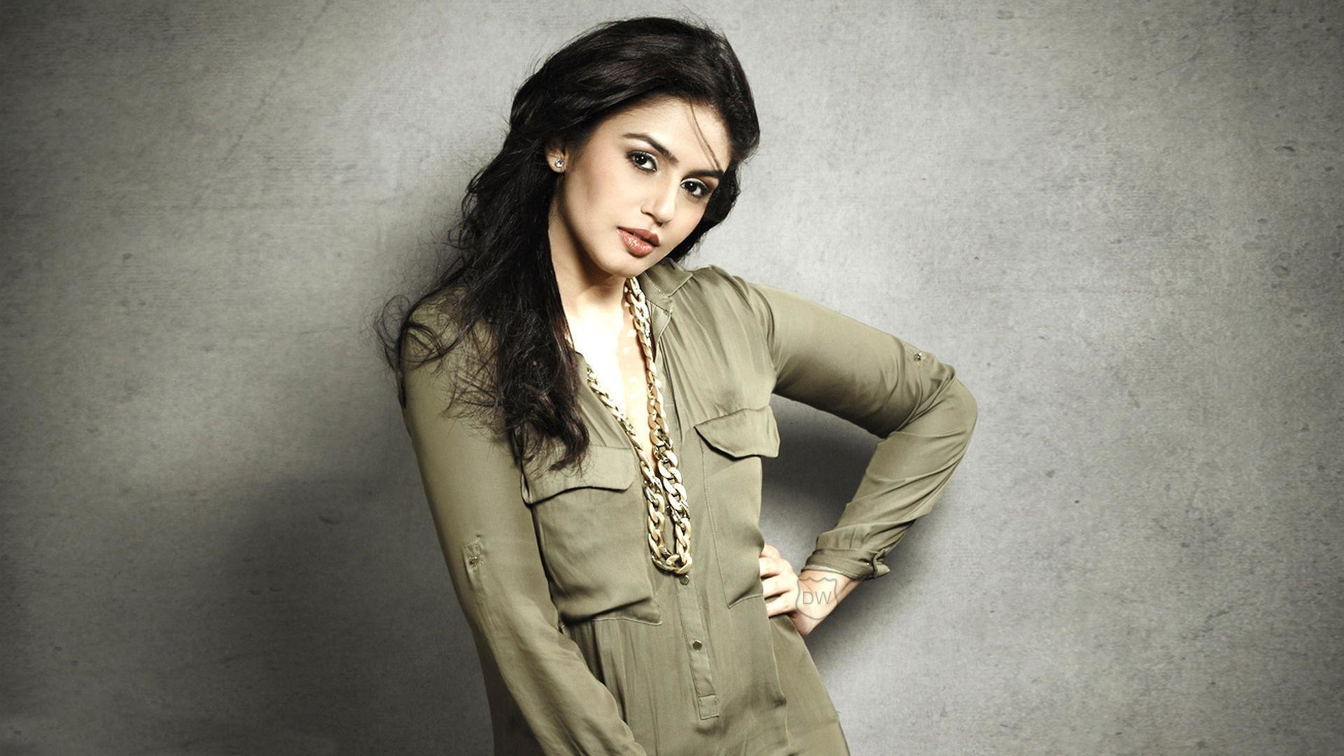 bollywood actress huma qureshi hd wallpaper