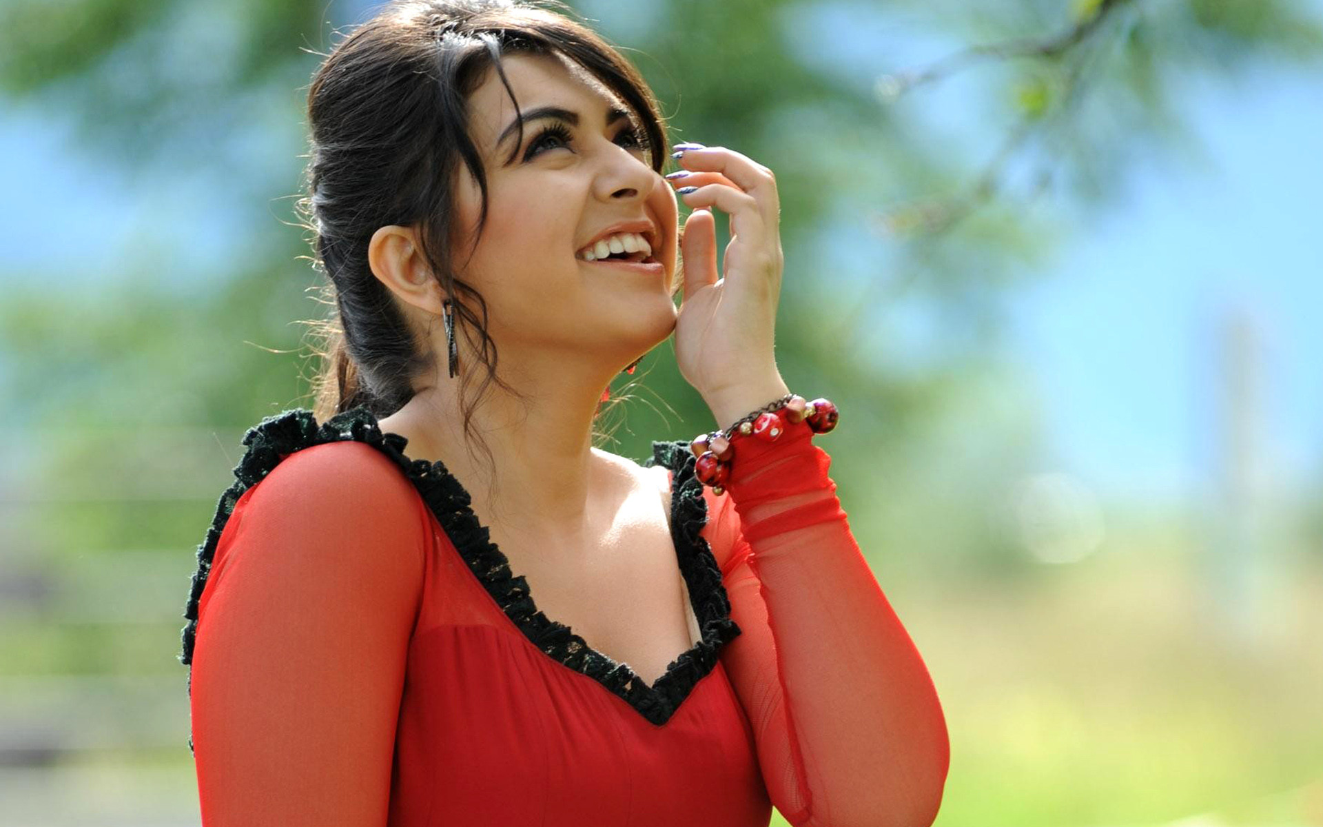 bollywood actress HANSIKA Motwani  hd wallpaper