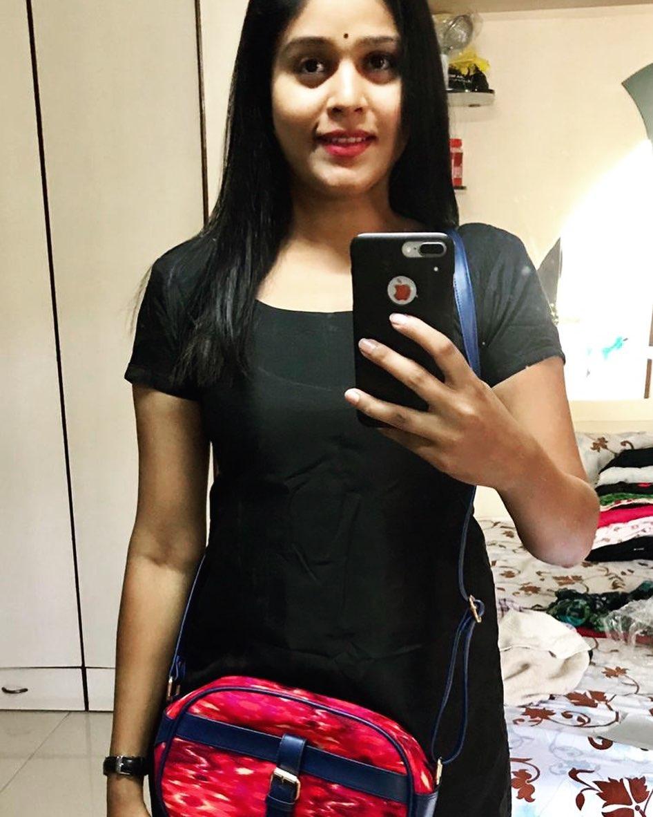 Akshaya Deodhar marathi actress 37