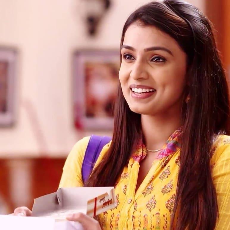 Mayuri Deshmukh marathi actress 5