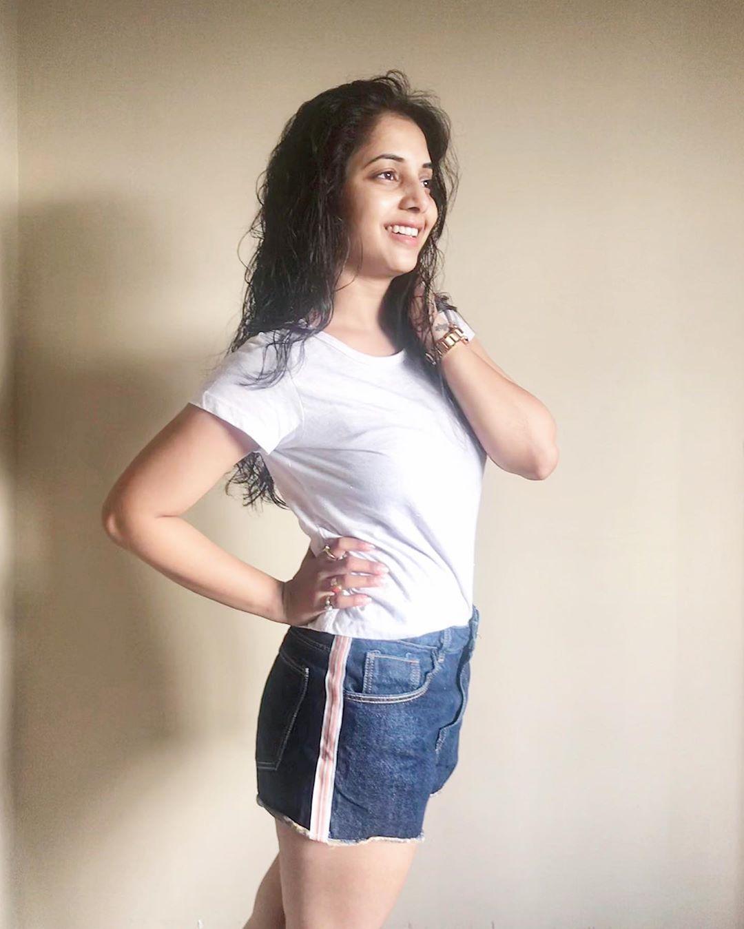 Sayali Sanjeev marathi actress 13