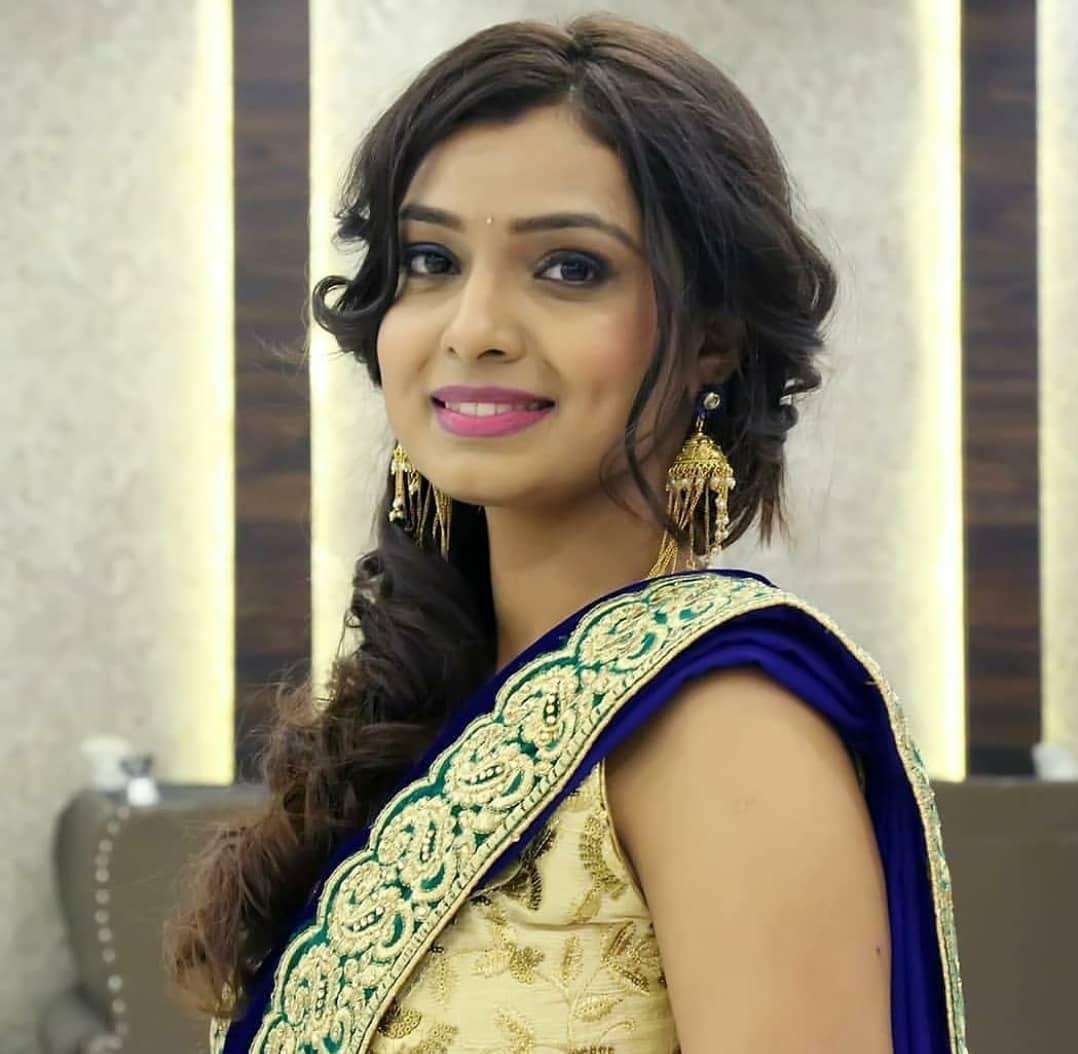 Mayuri Deshmukh marathi actress 29