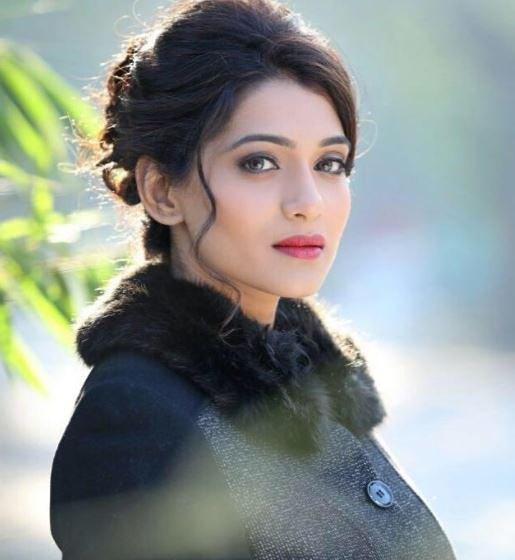 Urmila Kanitkar Marathi Actress 1
