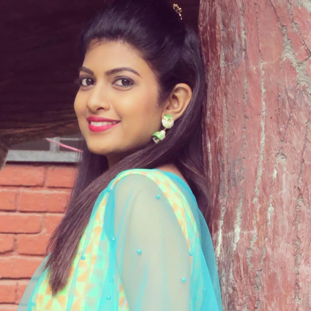 Dhanashri Kadgaonkar marathi actress 39