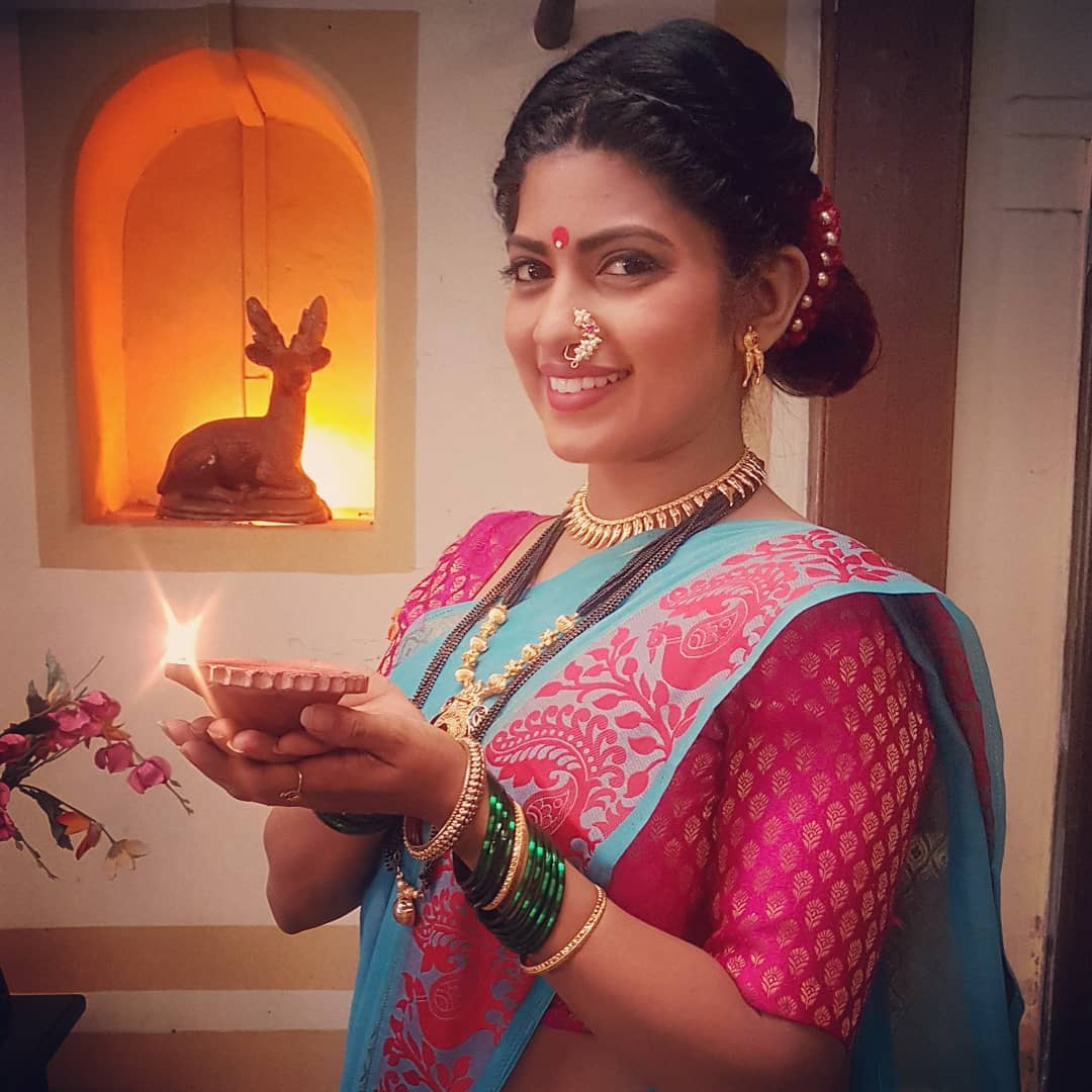 Dhanashri Kadgaonkar marathi actress 40