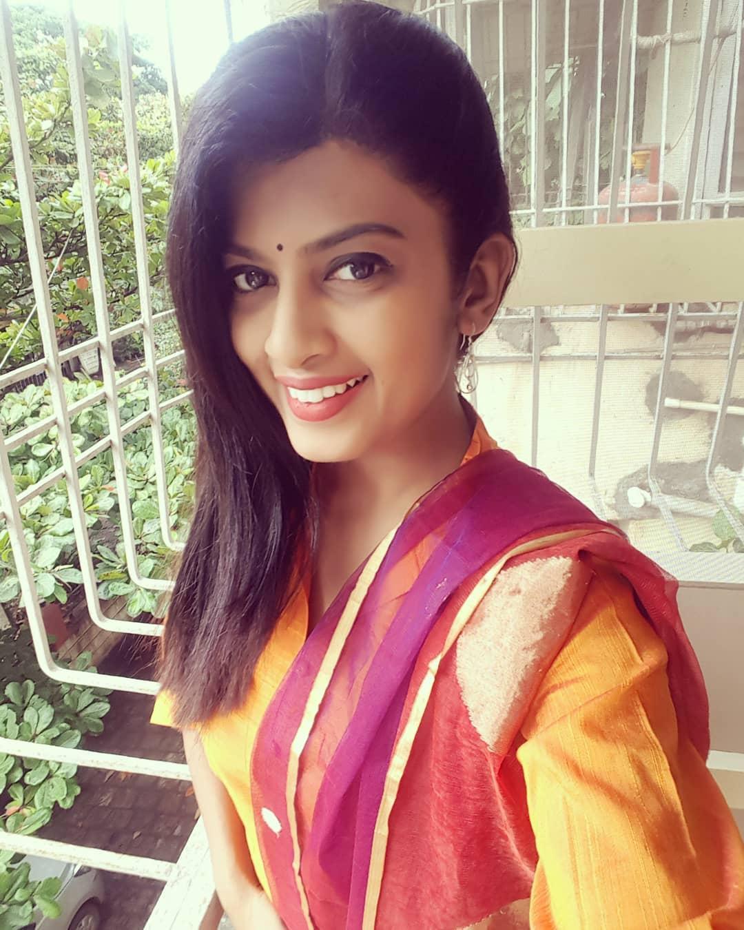 Dhanashri Kadgaonkar marathi actress 44