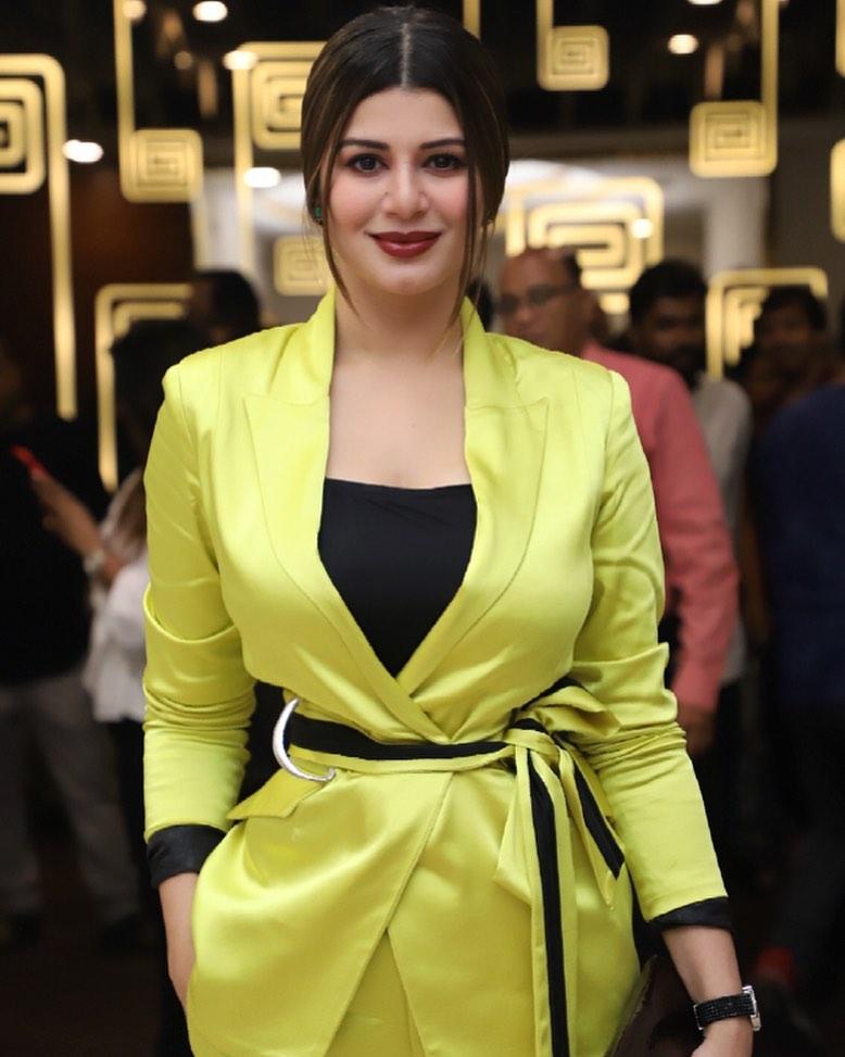 Kainaat Arora Bollywood Actress 53