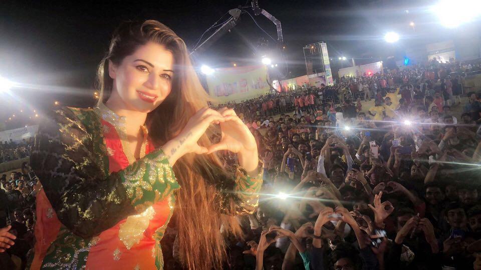 Kainaat Arora Bollywood Actress 97