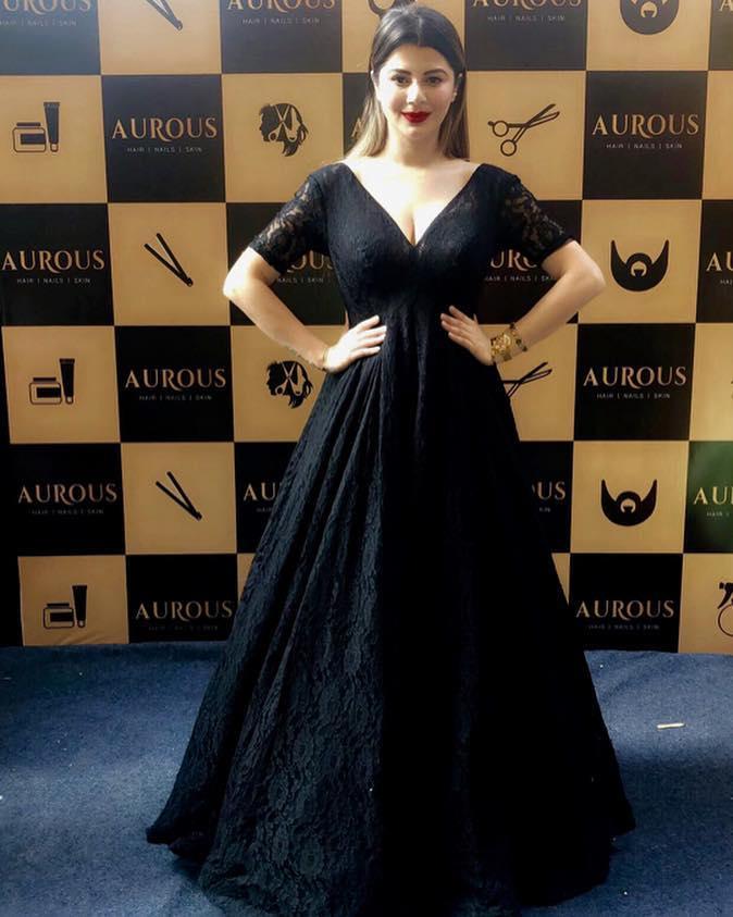 Kainaat Arora Bollywood Actress 3