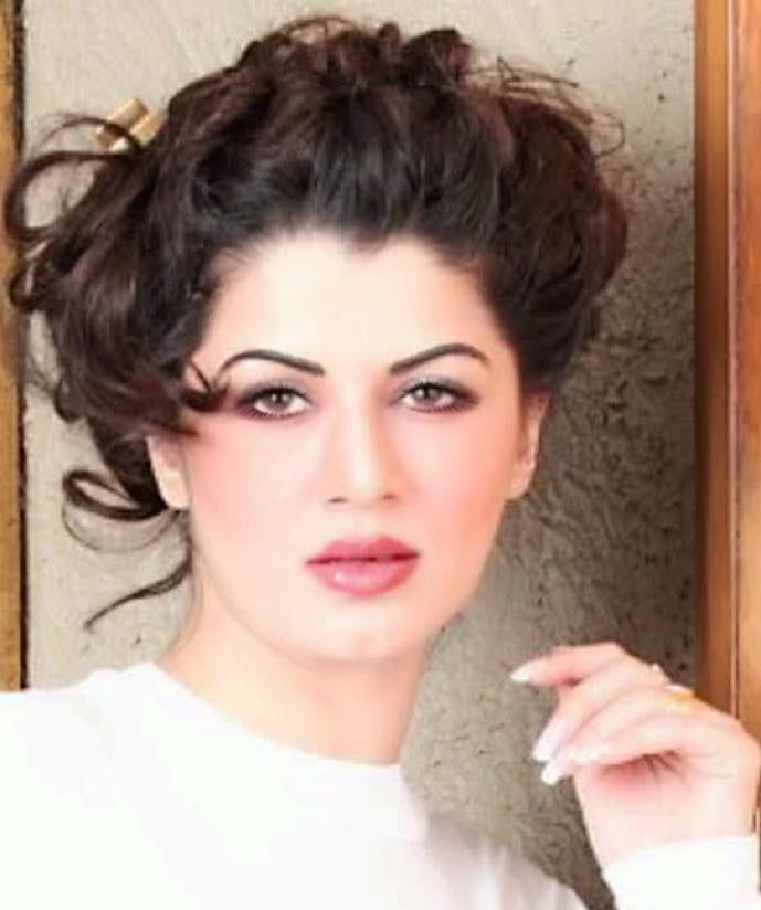 Kainaat Arora Bollywood Actress 89
