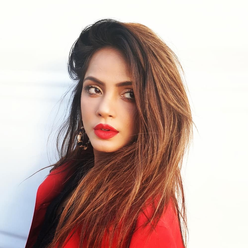Neetu Chandra bollywood actress 71