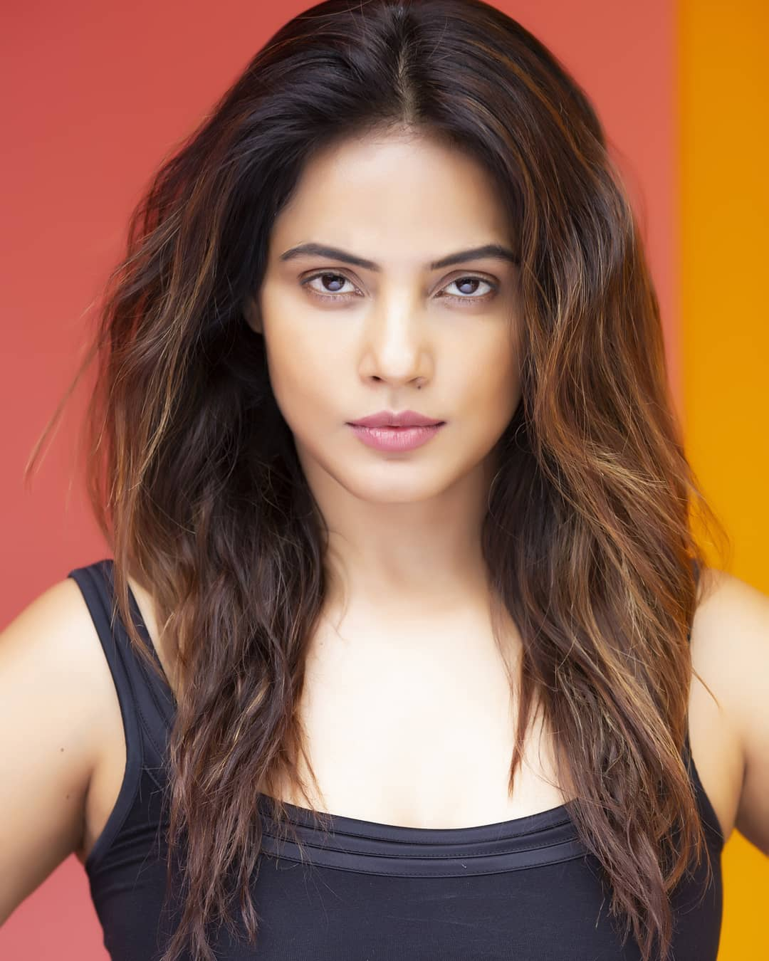 Neetu Chandra bollywood actress 26