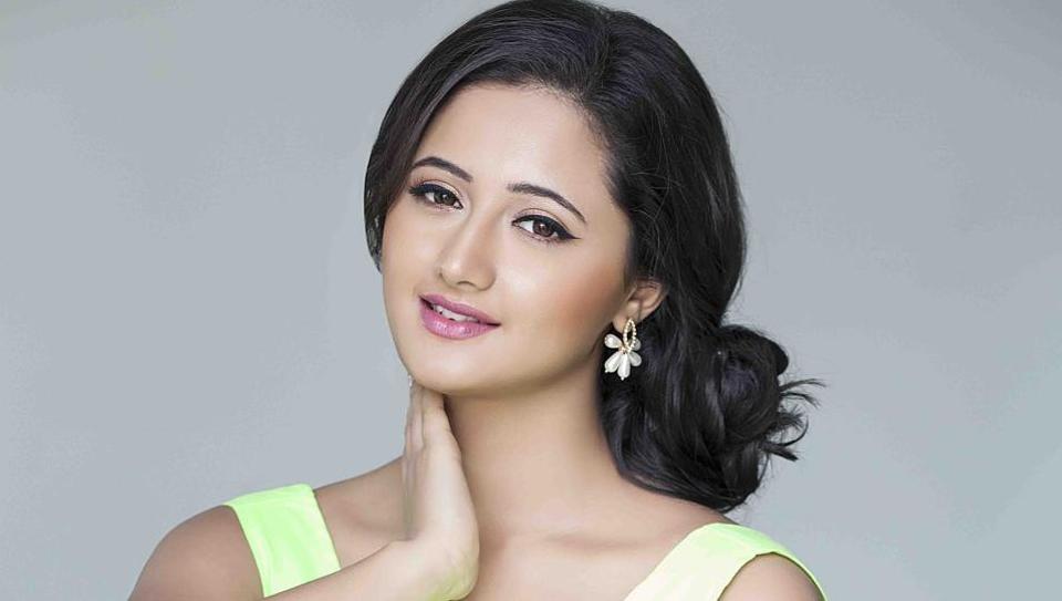 tv actor rashmi desai sandhu f413d2f0 c072 11e6 b4af 637223eab3d5