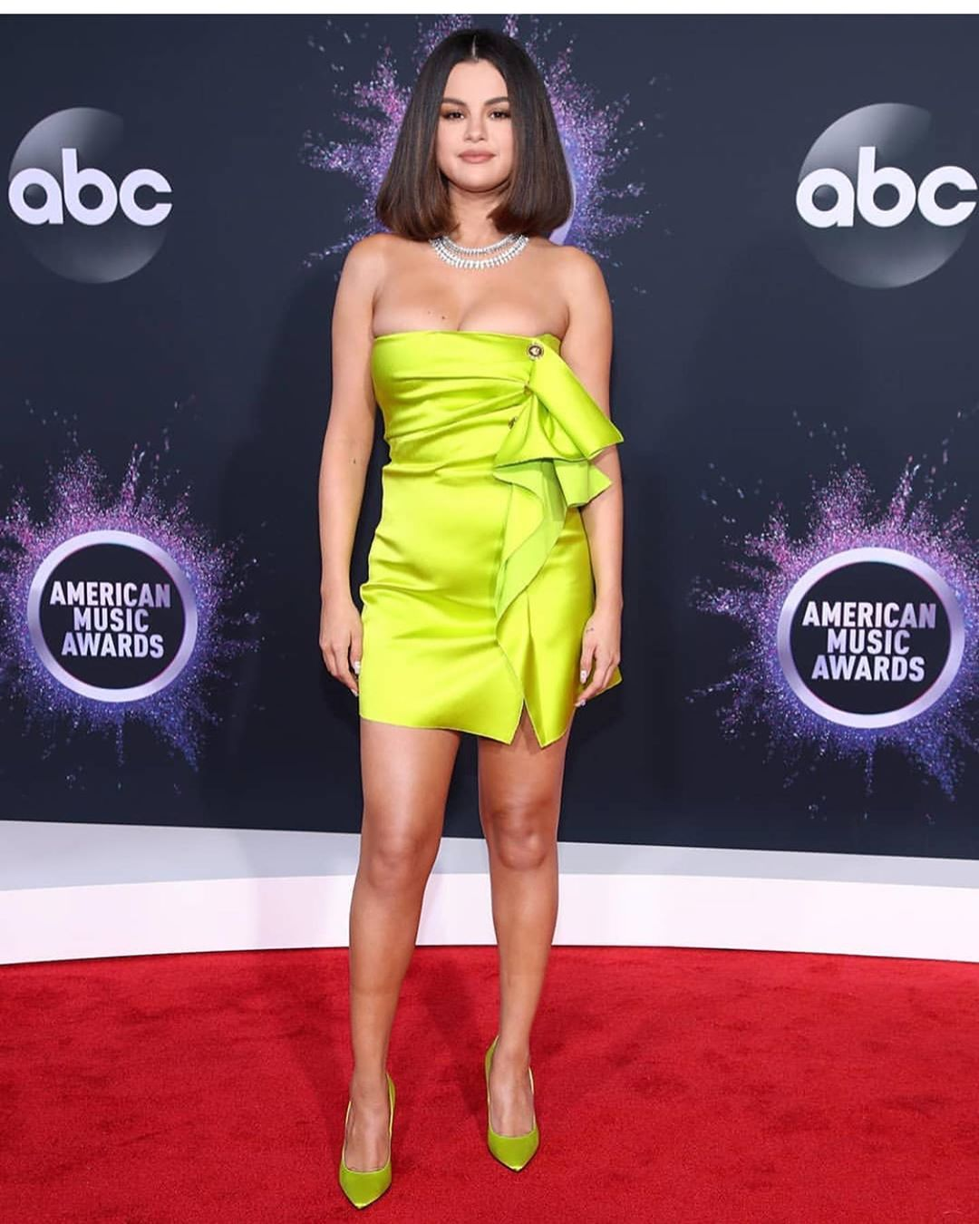 selena gomez hot photos in green dress
