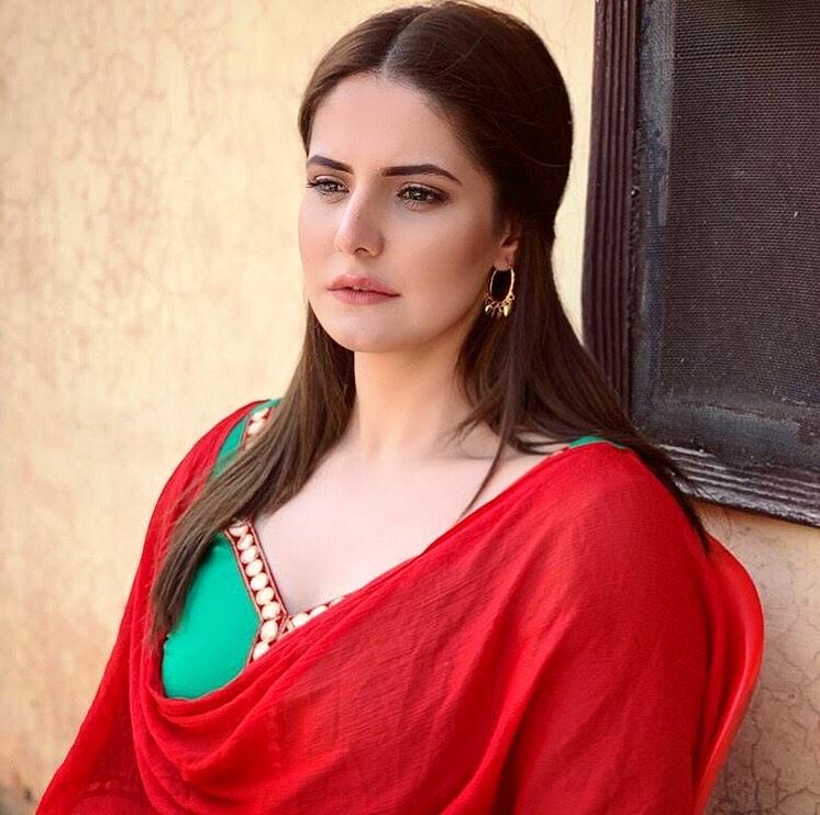 Zarine Khan 33
