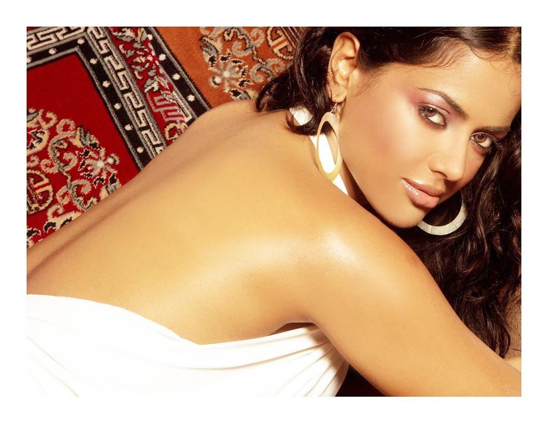 Sameera reddy bollywood actress 16