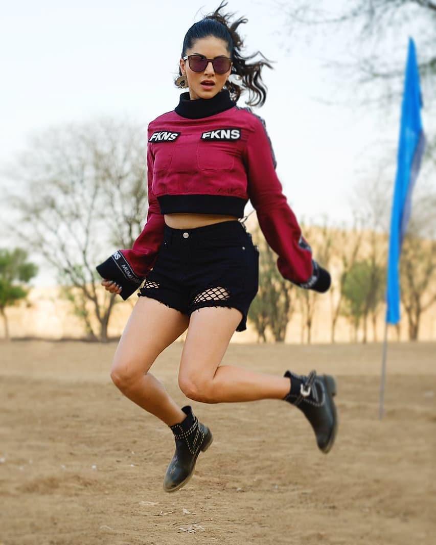 Sunny Leone bollywood actress 48