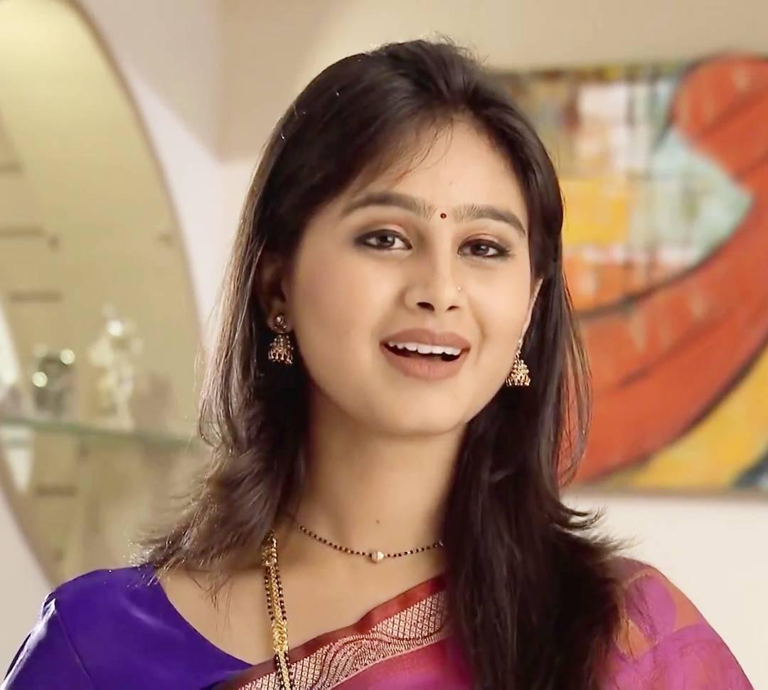 Mrunal Dusanis marathi  actress 9