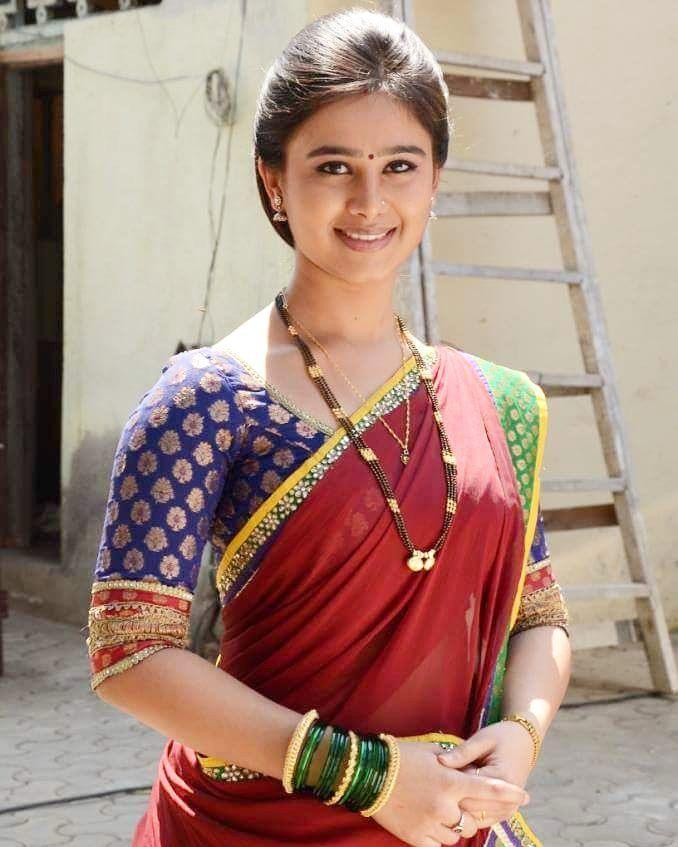 Mrunal Dusanis marathi  actress 12