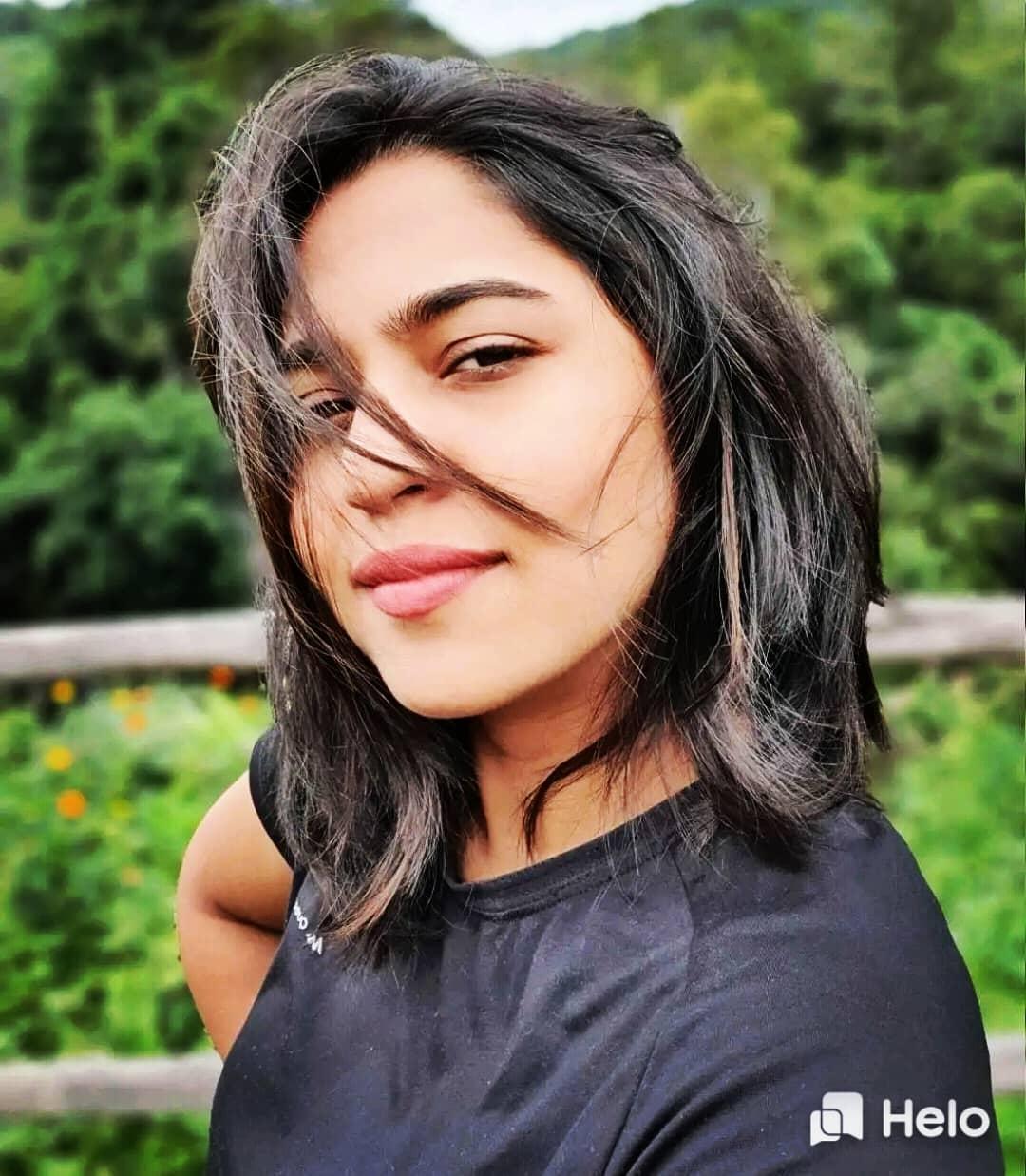 Mrunmayee Deshpande marathi actress 3
