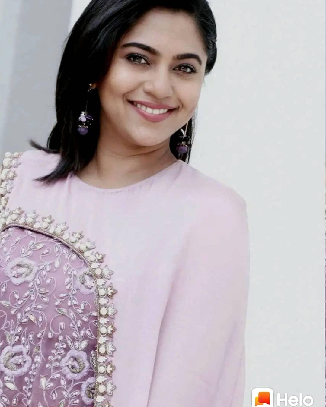 Mrunmayee Deshpande marathi actress 2