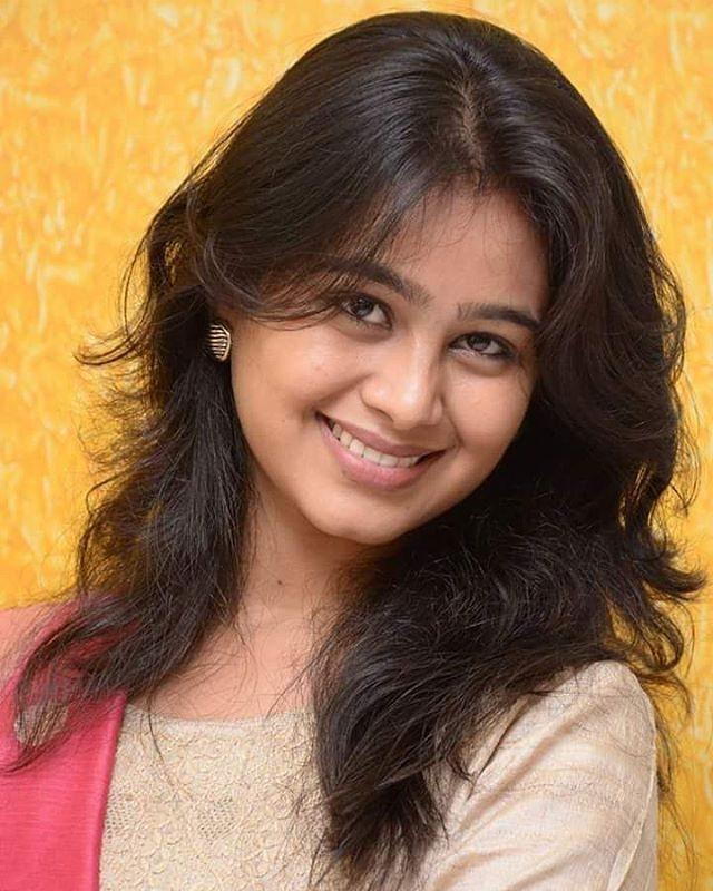 Mrunal Dusanis marathi  actress 14