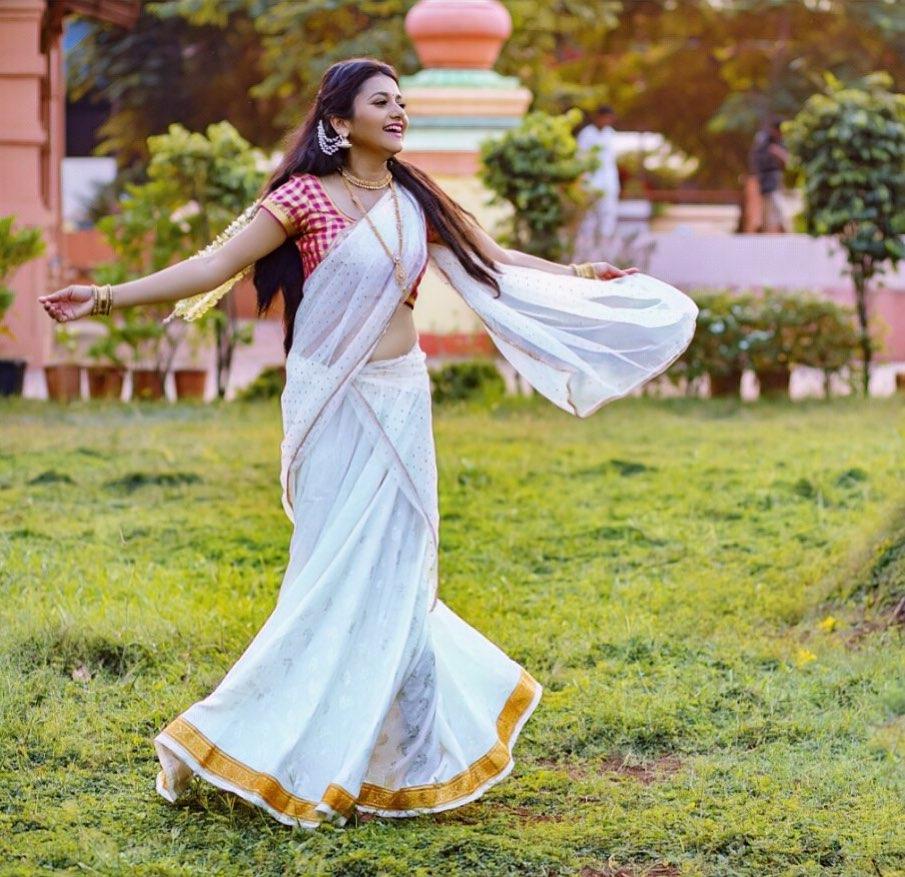 Jui Gadkari marathi actress 9